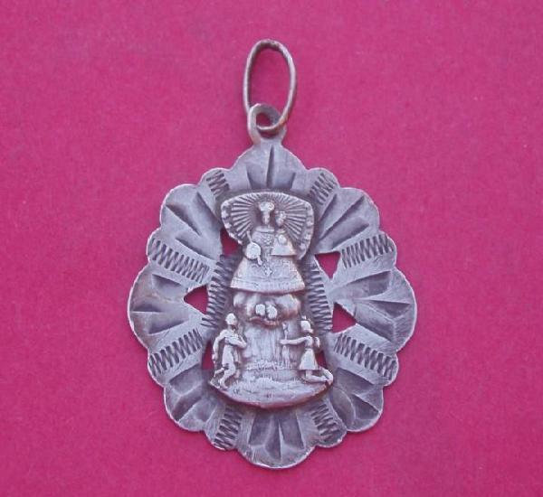 Medalla antigua en plata virgen de la font. castellfot.