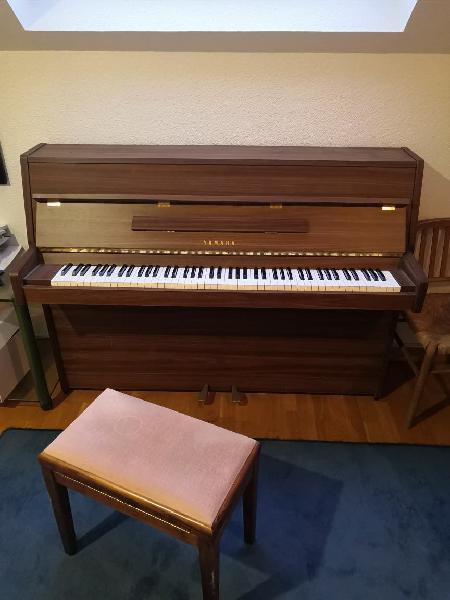 Piano yamaha e-108