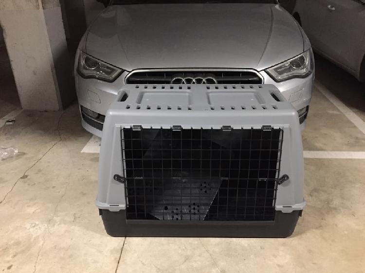 Transporte de animales utilizado solo una vez