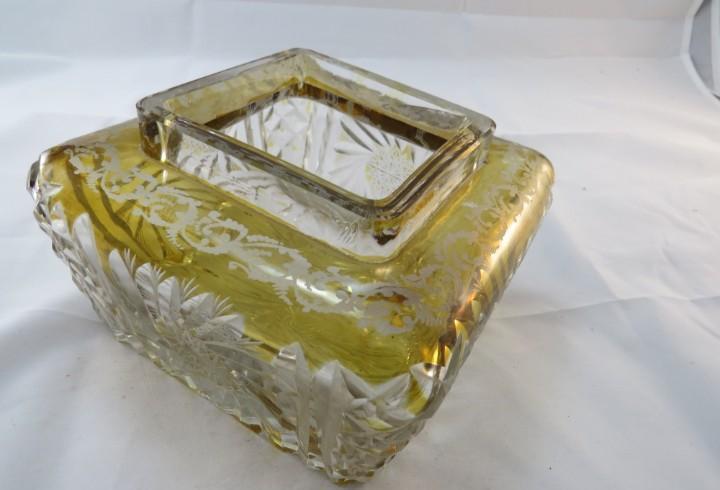 Tulipa de lampara tallada de cristal trasparénte y dorado