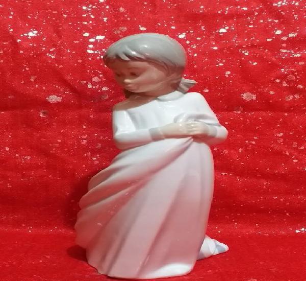 Figura de porcelana 25 cm - * marca zaphir*... años 70 -