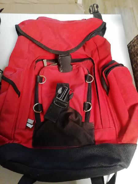 Dos mochilas de montaña