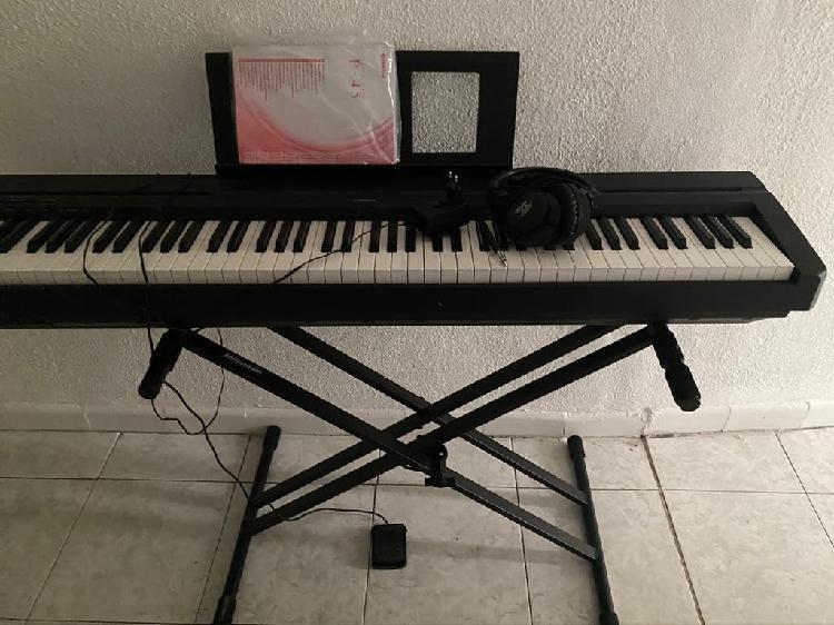 Piano semi utilizado para venta ( yahama p-45 )