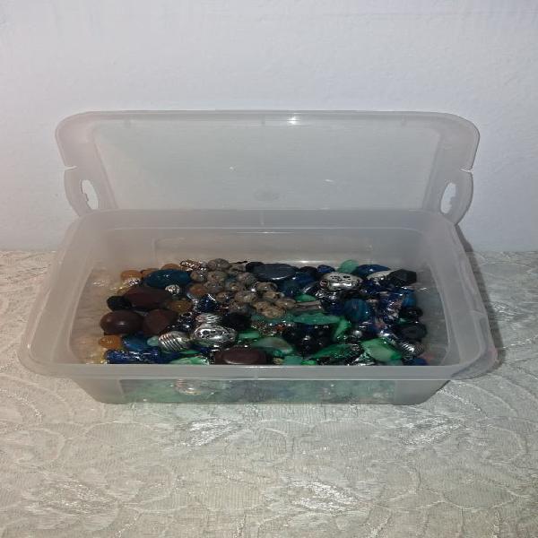 Caja 20x17x8 con abalorios