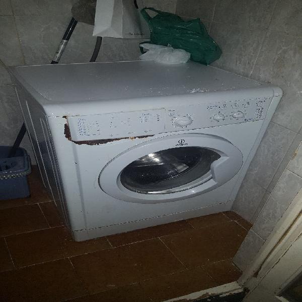 Lavadora y nevera funcionando perfectamente