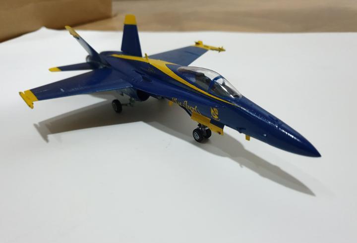 F/a 18 us. navy blue angels avión plástico escala 1:72