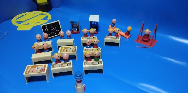Juguete -lote de muñecos / juguetes antiguos - aula de