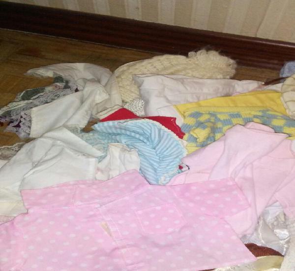 Lote de 85 prendas de muñecos+ regalo de bolsa (ver fotos y