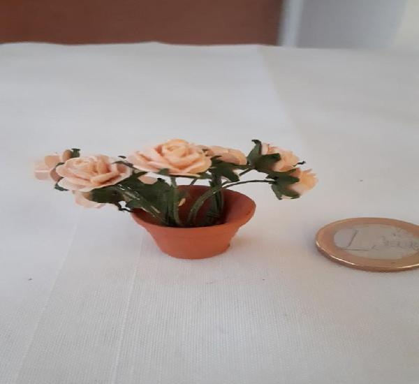 Maceta y ramo de rosas para casas de muñecas