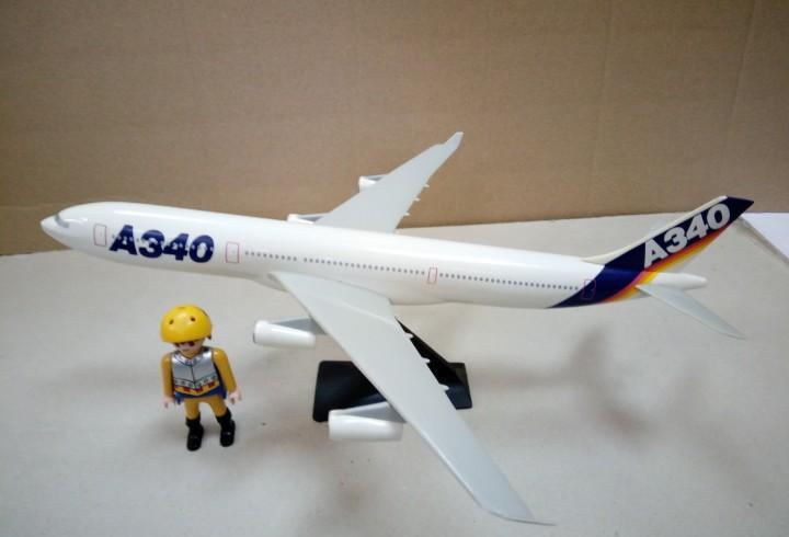 Maqueta de un avión airbus a340-100