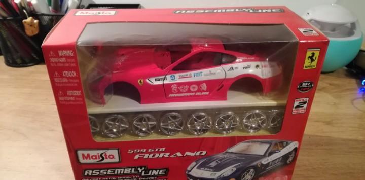 Pack de coches ferrari v-power + 2 hot wheels de batman + un