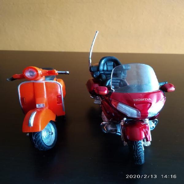Motos de juguete ( honda y vespa)