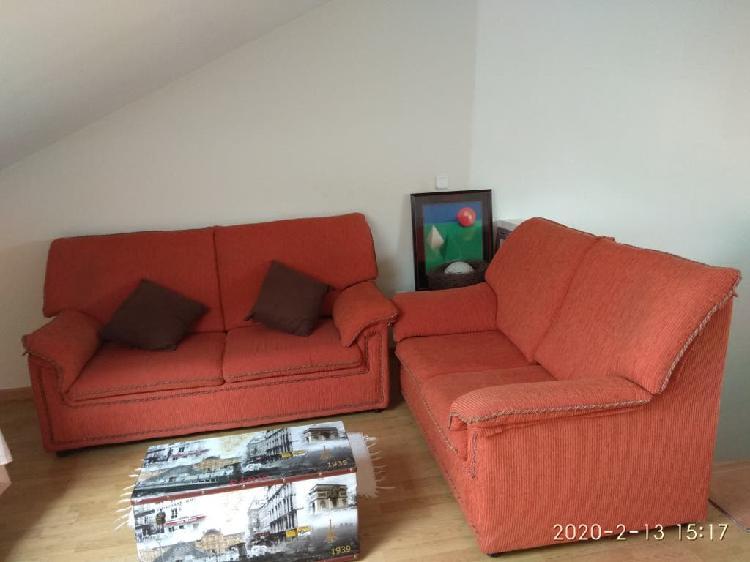 Se venden 2 sofas 3+2 regalo lampara y mesa