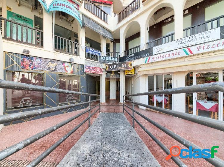 Local comercial procedente de banco, antigua discoteca en puerto marina.