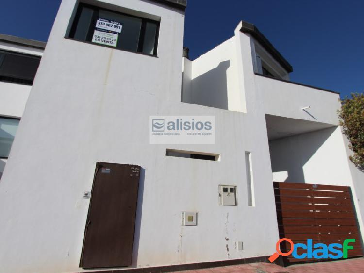 Adosado de 3 habitaciones en san miguel de abona con garaje independiente.