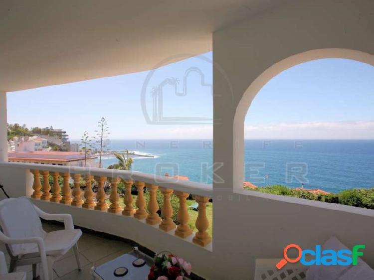 Apartamento frente al mar con impresionantes vistas al mar. piscina comunitaria.