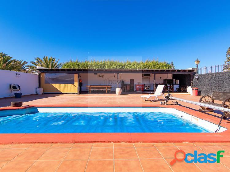 Villa adosada con piscina privada