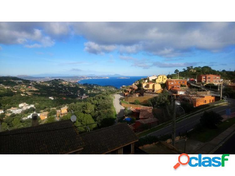 Casa con hermosas vistas mar y montaña