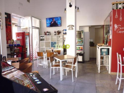Cafetería en funcionamiento.