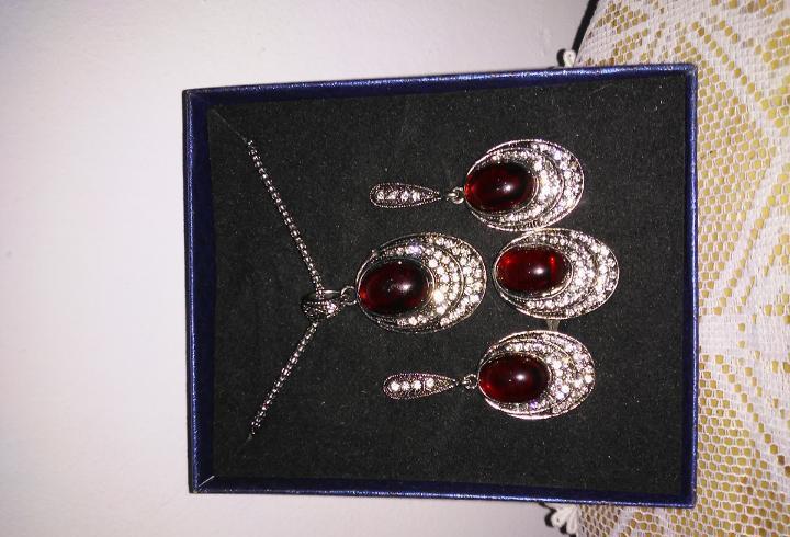 Conjunto de colgante pendientes y anillo