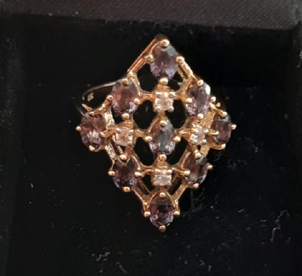 Impresionante anillo zafiro marrón y zafiro blanco. oro 375