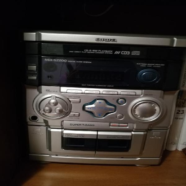 Aiwa: radio cassette y compact disc