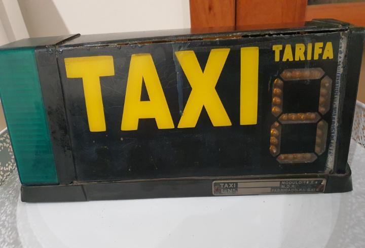 Antiguoluminoso original de taxi antiguo