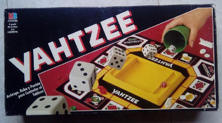 Juego de mesa yahtzee. juego de dados.
