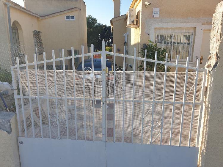 Puerta de metal 2,38x 2,00 m