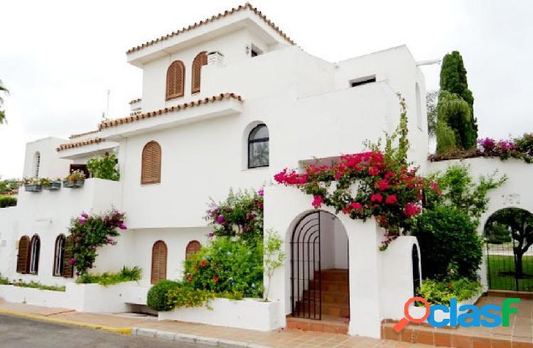 Casa de 3 dormitorios cerca de la playa del saladillo (estepona). posibilidad de financiación