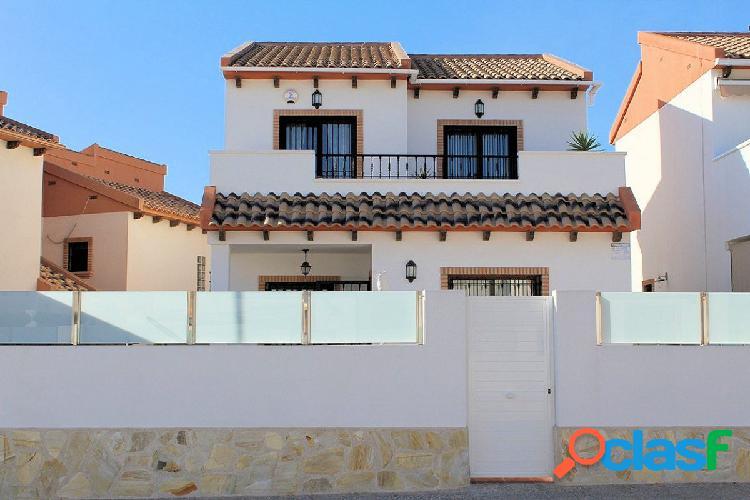Impresionante villa de 3 dormitorios 2 baños ubicada en villamartin área.