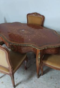 Antigua mesa y 4 sillas