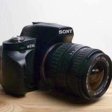 Camara sony alpha 230 mas objetivo 24-70mm