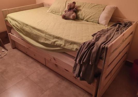 Cama nido con dos camas individuales y dos cajones