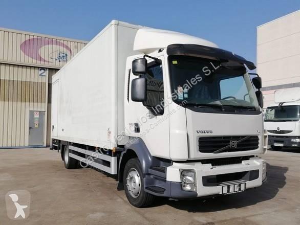Camión Volvo furgón FL 240 4x2 Diesel Euro 5 rampa