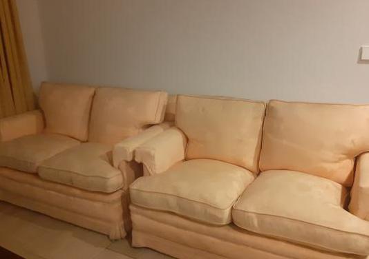 Dos sofás de dos plazas