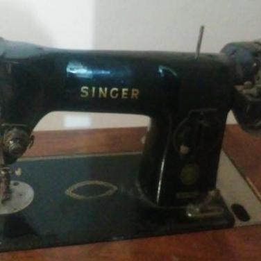 Máquina de coser antigua marca singer.