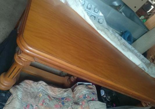 Mesa comedor madera maciza casi nueva