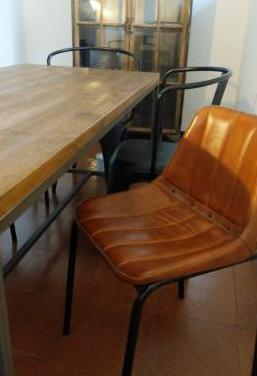 Mesa comedor sillas. estilo industrial