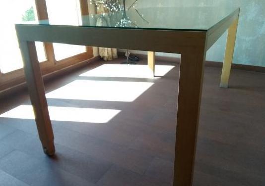 Mesa comedor (sillas no incluidas)
