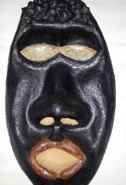 Máscara africana de barro