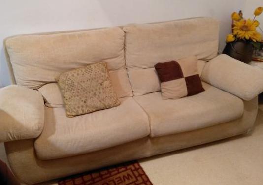 Sofá cama de tela muy cómodo