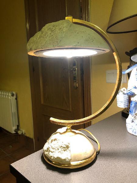 Lámpara de mesa de piedra