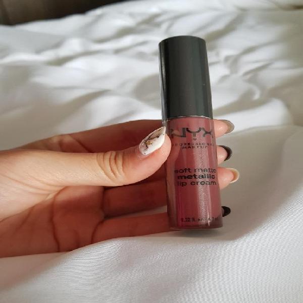 Nyx cosmetics - soft matte metallic (roma)
