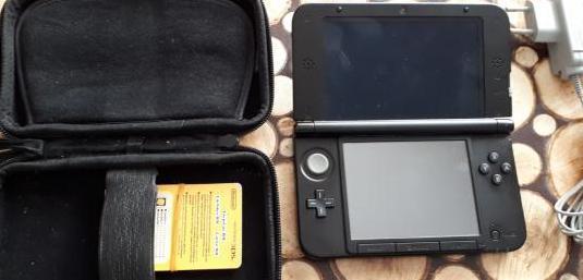 Nintendo 3ds xl azul negro con 5 juegos.