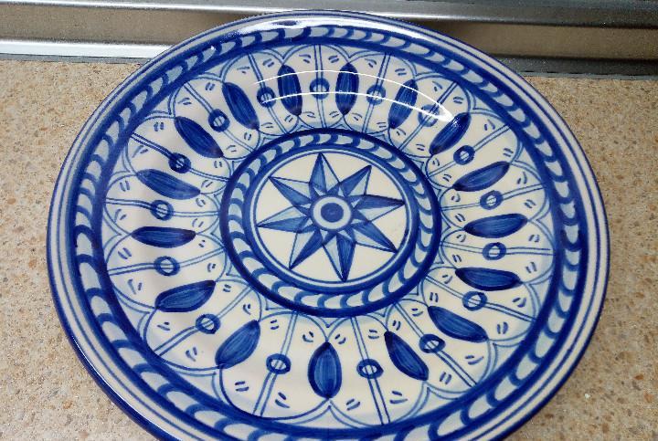 Plato ceramica ribesalbes firmado figa's.