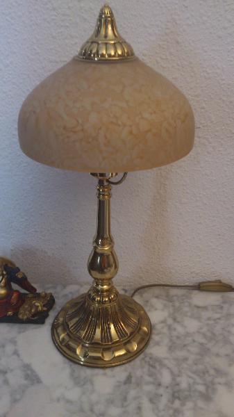 Pequeña lámpara en bronce con tulipa de cristal