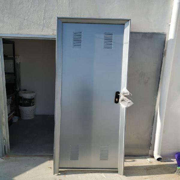 Puerta trastero acero galvanizado