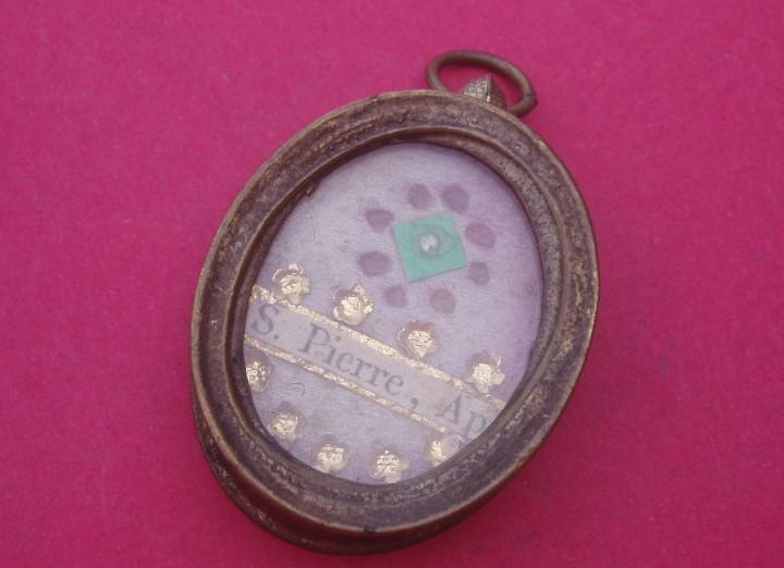 Relicario medalla antiguo.