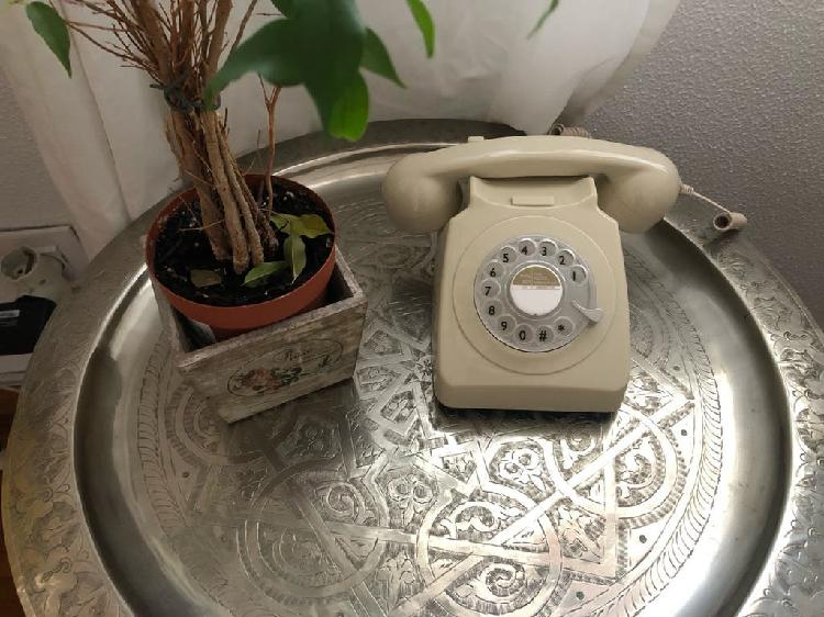 Teléfono vintage nuevo
